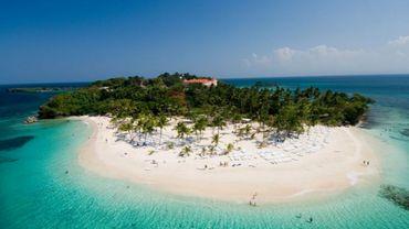 Qui va s'envoler, en départ immédiat, pour des vacances en République Dominicaine ?