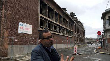 Le président de la Sambrienne, Hicham Imane devant le bâtiment à démolir à la Broucheterre de  Charleroi