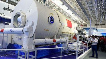 Une réplique de la future station spatiale chinoise au Salon d'aéronautique et d'aérospatiale de Zhuhai (sud de la Chine), le 6 novembre 2018