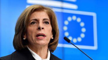 """Coronavirus: """"Il ne faut pas paniquer"""", estime la commissaire européenne à la Santé"""