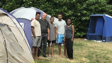 Un couple de retraités liégeois transforme son jardin en camping pour migrants