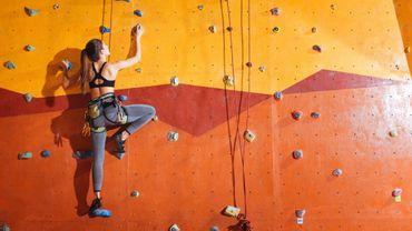 Mieux vaut pratiquer une activité physique modérée trois à quatre fois par semaine plutôt qu'un effort intense le week-end.
