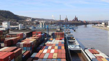 """Au port autonome, l'après-sidérurgie passe par les conteneur, et les chemins d"""" fer"""