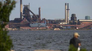 Le site industriel dans le port de Hamilton en Ontario, le 31 mai 2018