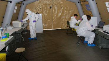 Un laboratoire mobile belge contre Ebola
