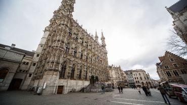 La ville de Louvain retire une statue de Léopold II de son hôtel de ville