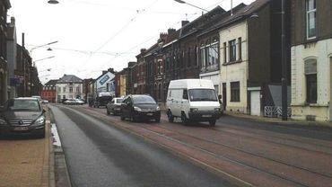 Les véhicules garés vont devoir quitter l'emplacement réservé aux trams