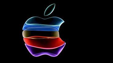 Le logo Apple est projeté sur un grand écran avant la présentation du nouvel iPhyone 11, le 10 septembre 2019 au siège de l'entreprise à Cupertino, en Californie.