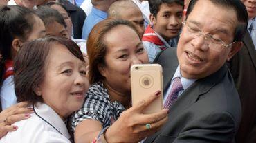 Hun Sen tente pourtant de rajeunir son image sur les réseaux sociaux