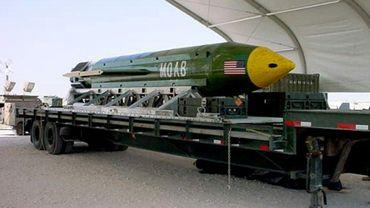 Photo d'archives non datée fournie par l'US Air Force d'une bombe GBU-43/B MOAB entreposée dans un endroit non précisé