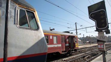 Les équipes de techniciens de la SNCB et de la SNCF s'affairent en ce moment à résoudre ce problème technique…