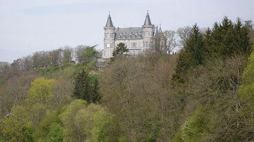 1/4 du territoire d'Houyet accueille des propriétés royales et elles ne rapportent rien. Le bourgmestre souhaite que ça change.