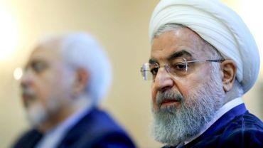 Une photo obtenue de la présidence iranienne le 22 juillet 2018 montre le président iranien Hassan Rohani (D) participant à une rencontre avec les responsables des Affaires étrangères dont le ministre Mohammad Javad Zarif à Téhéran