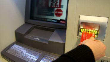 Le nombre de faits criminels visant des distributeurs automatiques de billets a baissé de moitié entre 2010 et 2014 en Belgique.