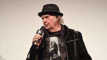 """Neil Young se fait auteur de science-fiction avec le roman """"Canary"""""""