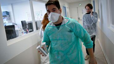 Coronavirus: plus de nouveaux cas quotidiens dans le monde qu'en Chine