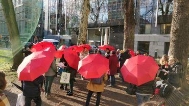 Les marcheurs, rassemblés au square de Meeûs, près des  institutions européennes.