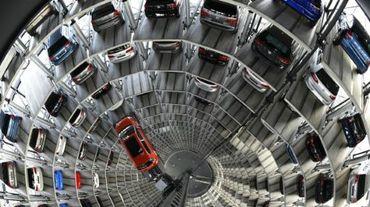 Selon l'agence, ces véhicules, qui incluent également des modèles Audi, comportaient un logiciel activant un dispositif de réduction des émissions de C02 seulement au moment où des tests anti-pollution étaient menés sur ces voitures par les autorités