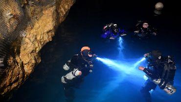 Depuis l'ouverture en 2015 d'un centre de plongée souterraine, les plus expérimentés peuvent explorer un labyrinthe de sept kilomètres de grottes immergées situées sous Budapest