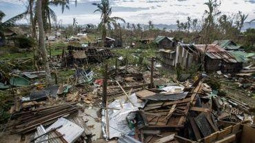 Des maisons détruites par le passage du typhon Koppu, le 21 octobre 2015 à Auroran, dans le nord-est de Manille
