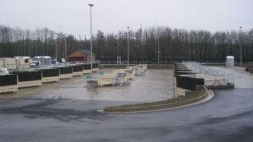Les parcs à conteneurs, comme ici à Obourg, à nouveau ouverts ce vendredi