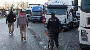Des migrants tentent régulièrement de se cacher la remorque de poids lourds (photo prétexte)