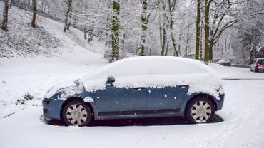 Eupen et province de Luxembourg: la neige perturbe les examens de conduite et les cours d'auto-école