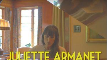 """Juliette Armanet interprète son titre """"Alexandre"""" pour Bruxelles Ma Belle au Musée Van Buuren"""
