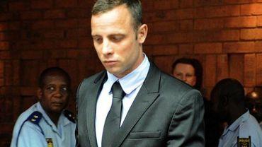 Oscar Pistorius, accusé du meurtre de son amie Reeva Steenkamp, arrive au tribunal de Pretoria, le 20 février 2013