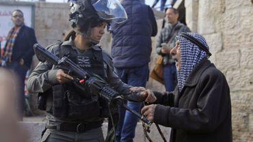 les forces israéliennes face à des manifestants palestiniens, à Jérusalem.