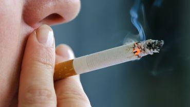 Une seule cigarette par jour fait bondir de 57% le risque de maladie cardiovasculaire chez les femmes.