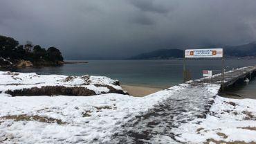 La baie d'Ajaccio sous une couche neigeuse