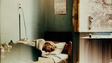 Image tirée d'une évocation de l'équipe de Devoir d'enquête sur les conditions de vie inhumaines que subissent des personnes fragilisées