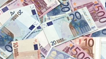 Vacances : les Européens perdent 115 euros par an en frais cachés.