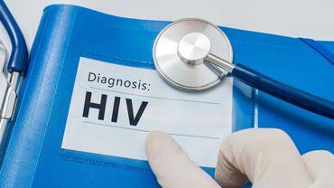 HIV diagnosis on blue folder with stethoscope.