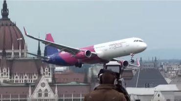 Images impressionnantes d'un A321 en rase-motte au dessus de Budapest