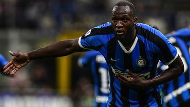 Victime de cris racistes, Lukaku inscrit son 2e but en deux matchs face au Cagliari de Nainggolan
