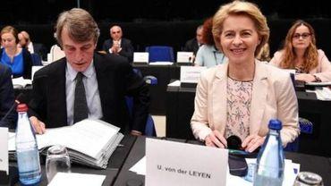 """Ursula von der Leyen est sortie la première d'une rencontre à huis clos, se contentant d'indiquer qu'elle avait été """"très constructive""""."""