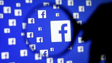 Facebook teste les profils privés