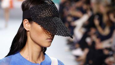 Les visières chic et féminines d'Akris - Printemps-été 2018 - Paris Fashion Week.