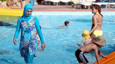 Burkini ou maillot de bain?