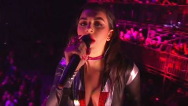 Aux MTV European Music Awards, Charli XCX a joué la transparence