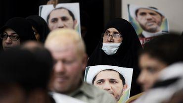 Al-Wefaq anime un mouvement de protestation de la majorité chiite contre le pouvoir sunnite à Bahreïn. Son chef, cheikh Ali Salmane, purge actuellement une lourde peine de prison.