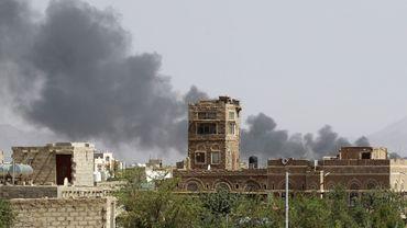 Une fumée noire dans le ciel d'Aden, ancienne ville sous protectorat britannique jusqu'en 1963.