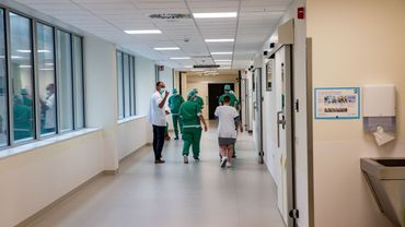 Tous les hôpitaux passent en phase 1B, la moitié des lits en soins intensifs réservés aux patients atteints du coronavirus