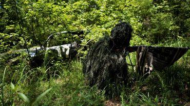 """Un milicien de la """"Georgia Security Force"""" lors d'un exercice d'entraînement dans la forêt de Jackson en Géorgie (Sud des États-Unis), le 29 juillet 2017"""