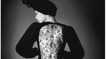 Marina Schiano en robe de soirée courte, collection haute couture automne-hiver 1970.