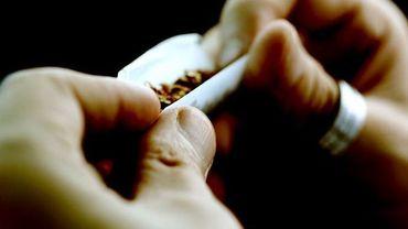 """La répression des fumeurs de cannabis a-t-elle encore du sens ? Pour le député bruxellois PS Julien Uyttendaele, la réponse est """"non""""."""
