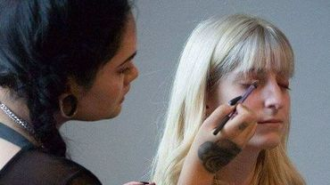 Pendant cinq mois, Angélique a maquillé bénévolement près de 500 personnes en difficultés.