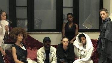 Charly Nzogang entouré de ses mannequins